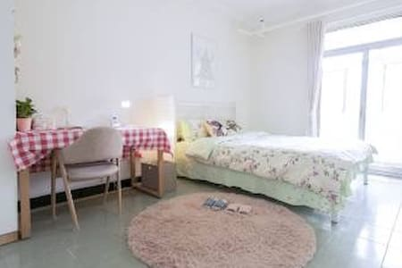 Lovely Private Room, Great Location and price! - Leilighet