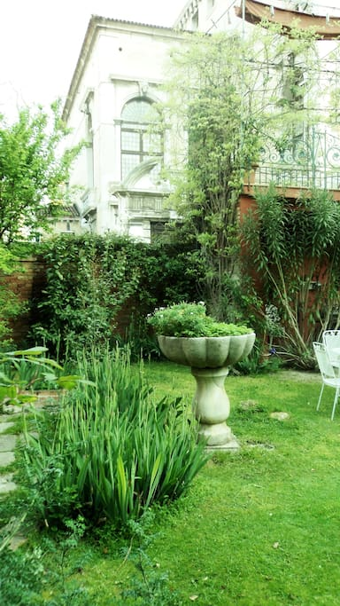 Terrific flat with private garden