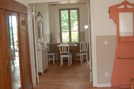 Exceptionally beautiful apartment overlooking lake - Daire