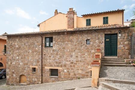 Casa antica nel borgo medioevale - Tuscania - Apartamento