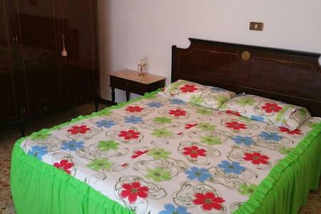 Quiete circondata dal verde toscano. B&B i Geranii - Bed & Breakfast