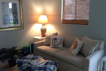 Airy Beachy Sea Cottage Style Condo - Cape Canaveral - Apartment