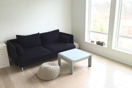 Idyllisk beliggende hus i skogkanten - Grimstad