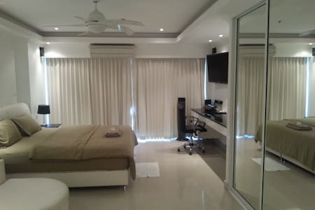Luxury Beach Studio-CentralPattay18
