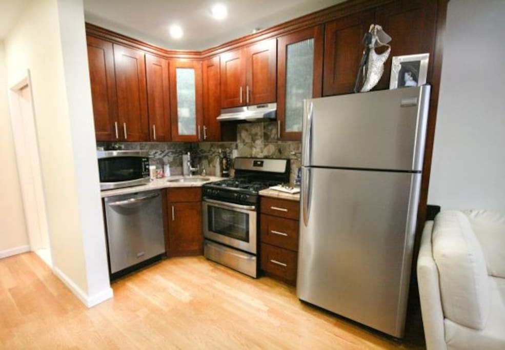 Stainless steel appliances, dishwasher & oven