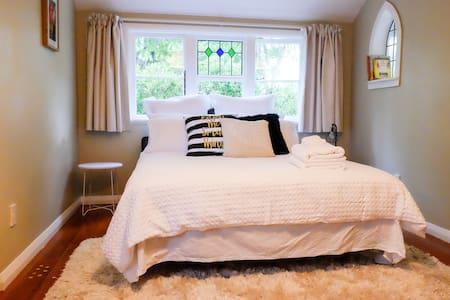 Villa Roo offers a warm and cozy double room. - Martinborough - Villa