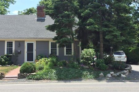 Beautiful 2 bedroom, home 13 miles to Boston - Haus