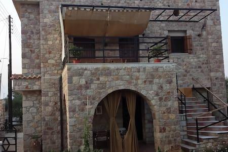 Πέτρινο Υπέροχο Σπίτι Πλύτρα Λακωνίας - Plitra - Reihenhaus