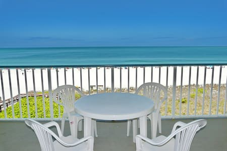 Beachfront gem of a condo w/ spellbinding views - Condominium