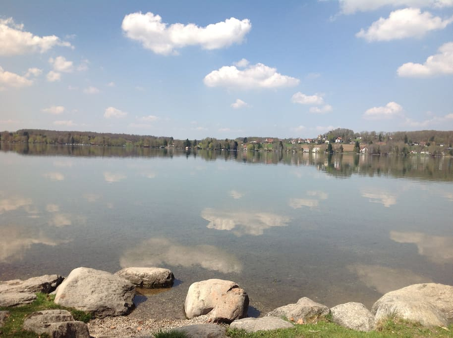 A 2 Minute walk to Beautiful Wörthsee in April