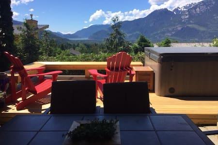 Stawamus View Suite - Sunny Spectacular - Apartment