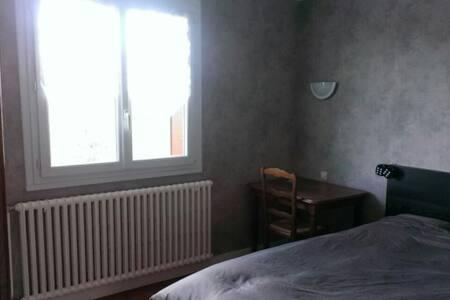 Chambre au calme dans maison - House