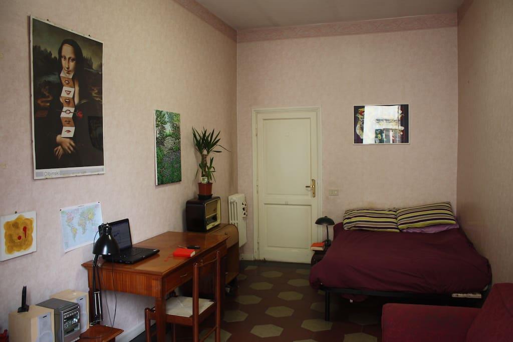 Ampia stanza con balcone nel cuore di Roma