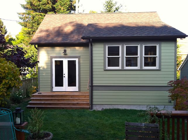 Seattle Backyard Cottage Queen Anne Houses For Rent In