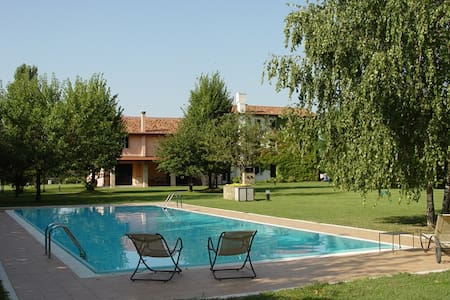 Country house with swimming pool - Appartement