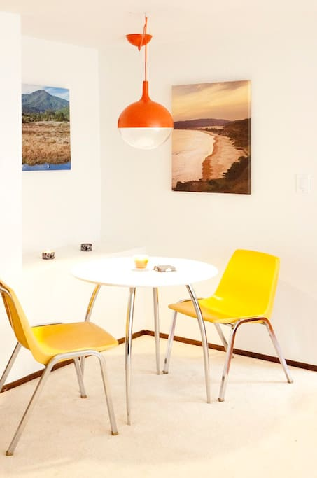 Queen tempurpedic style memory foam bed