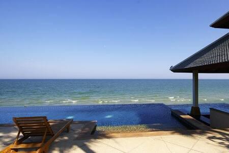 Artist's Beach Home with Ocean View