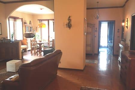 Spazioso e tranquillo appartamento nel Roero (5 p) - Leilighet