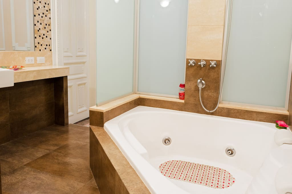 Shared luxury bathroom with Jaccuzzi and Shower