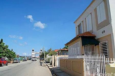 6 Bed Dormitory Close to Culebra - Fajardo - Bed & Breakfast