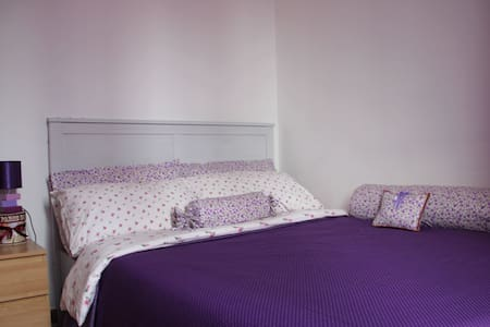 Rome Central Testaccio room (Violet) - Bed & Breakfast
