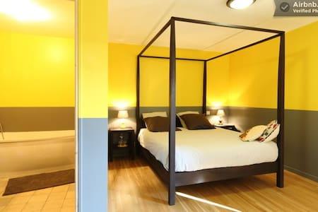 The Yellow Room near Azay's Castle - Azay-le-Rideau - Bed & Breakfast