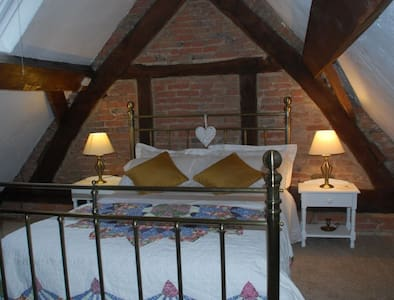 Pegges Almshouse Holiday Cottage