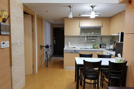 Gangnam Street View: Private Room at Host's House - Apartmen