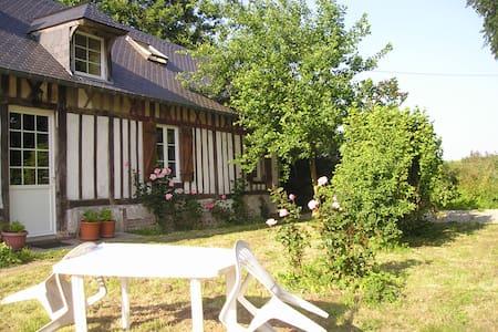 3 chambres dans un gite normand - Dům