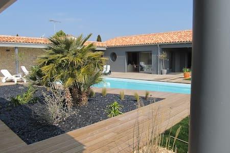 GOLDEN ISLAND Charming Beach house  - Loix - Дом