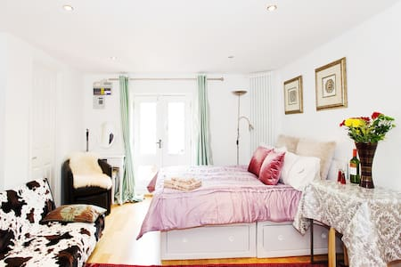 River Thames little Cosy Studio