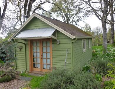 The Acorn- A Tiny Woodland Retreat - Eugene - Cabin