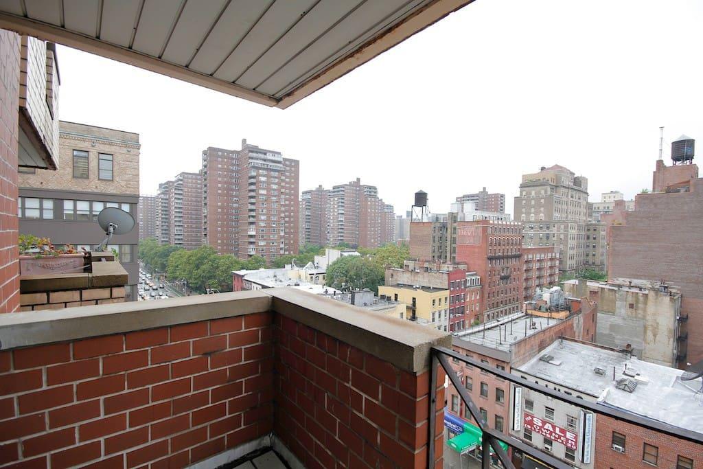 Chelsea studio with balcony & views
