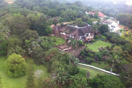 African thatched holiday gem - Hus