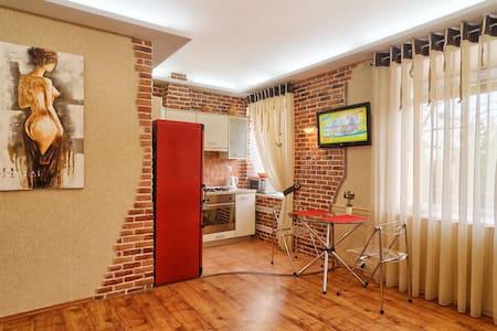 1)Bastionnaya 3/12. Metro Station Druzhby Narodov - Kiev - Apartment