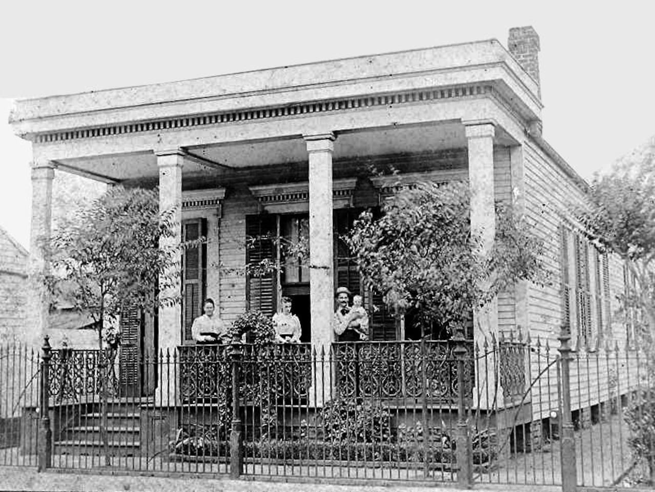 The original house, built along the Mississippi River in 1850, and some of its earliest inhabitants, the Patterson Family.