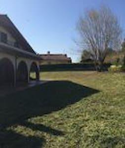 stanza in villa  immersa nel verde - Genzano di Roma - Villa