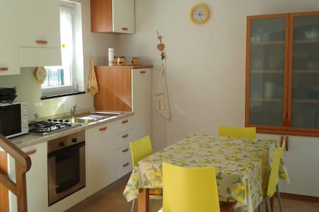 Nice independent house close to Cinque Terre - Moneglia - Rumah