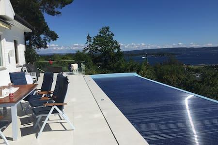 Hus med fantastisk utsikt og oppvarmet pool - Hus