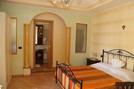 Villa Manno B&B Camera matrimoniale Suite Orchidea - Barcellona pozzo di Gotto