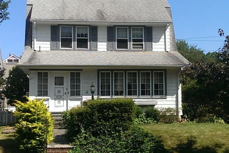 Modern Colonial Home, 30 mins to NYC - Mount Vernon