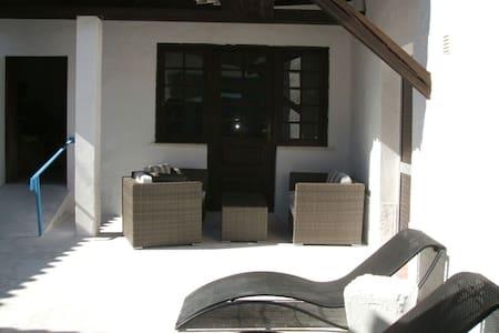 T2 sur terrasse -patio Idéal biker - Haus