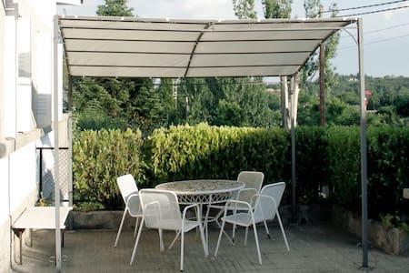 Habitación Perfecta El Escorial, jardín y piscina. - Rumah