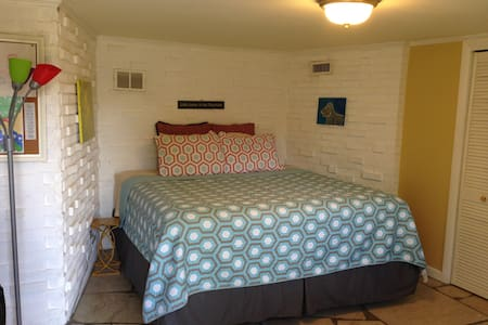 Private Bed&Bath w/Private Entrance - Asheville - Casa