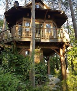 Cedar Tree house with all Amenities - Dům na stromě