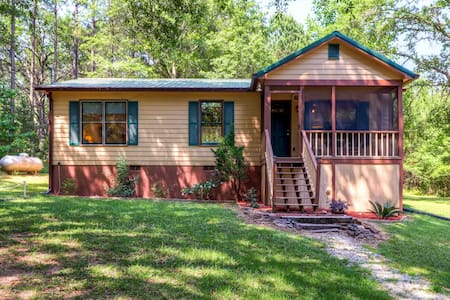 Cozy 2BR Pine Mountain Cabin - Kisház