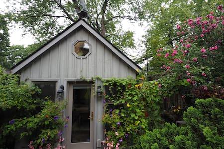 Charming Cottage (Studio) in Leslieville - Toronto