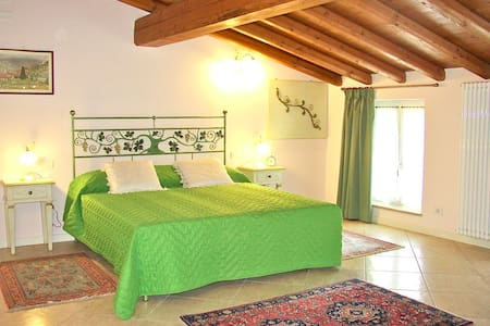 Stupenda cascina b&b immersa nel verde - Bed & Breakfast