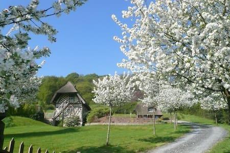 Chaumière normande authentique, vue exceptionnelle - Haus