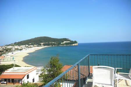 Panoramic seaside home (sleeps 6)